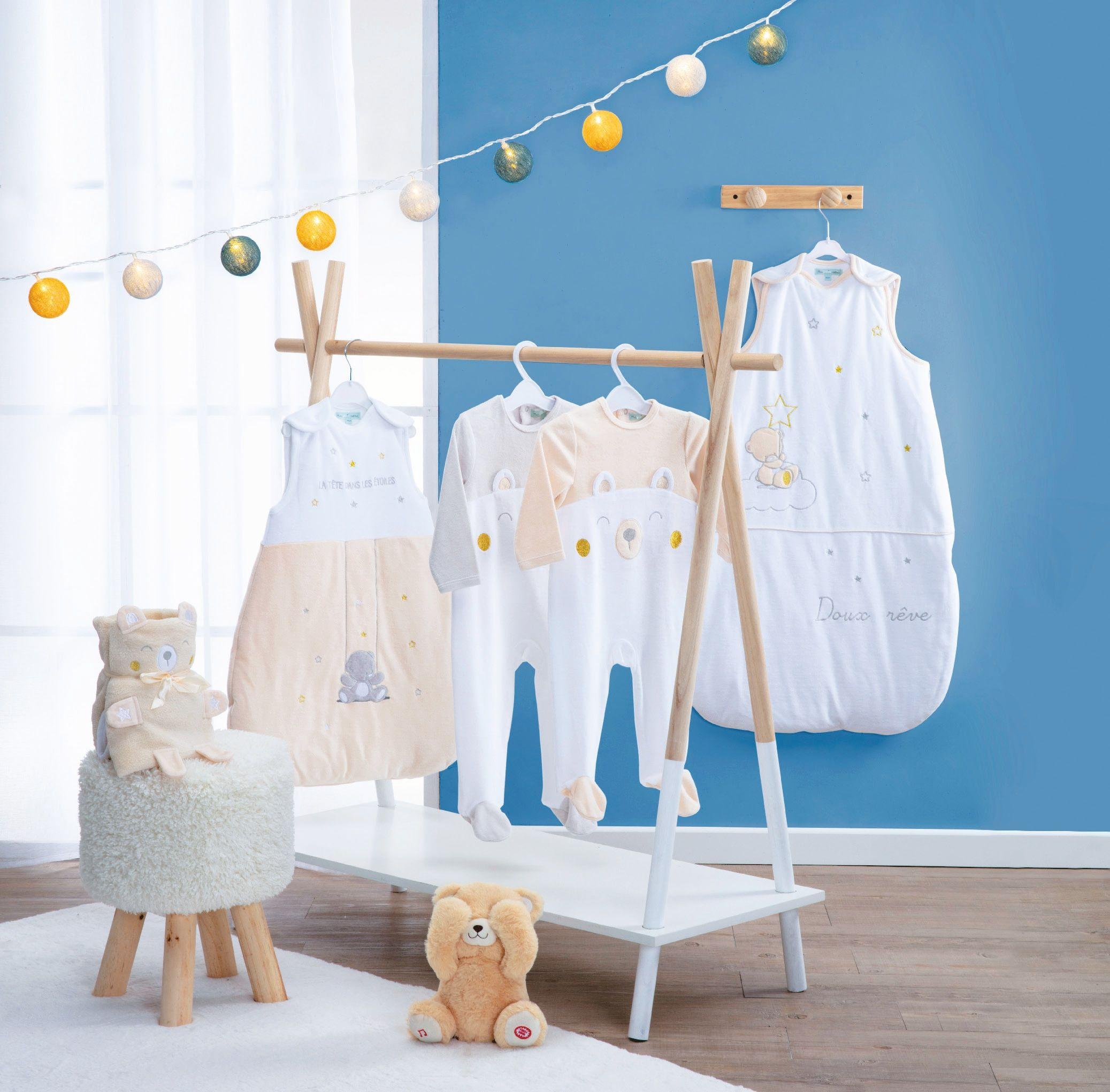 Sélection de produits de puériculture en promotion - Ex : portant à vêtements en bois