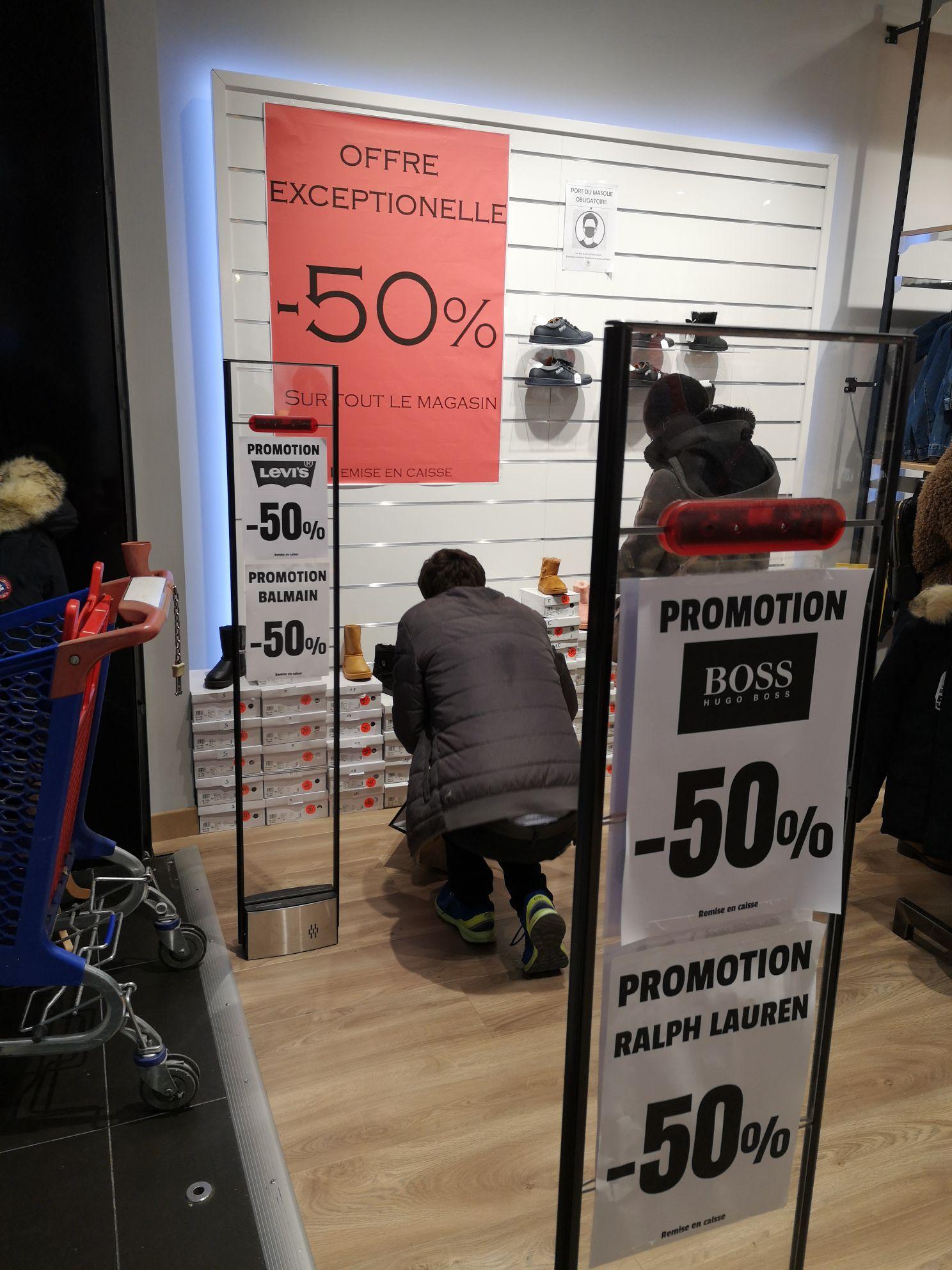 50% de réduction sur tout le magasin - Teen fashion Rosny 2 (93)