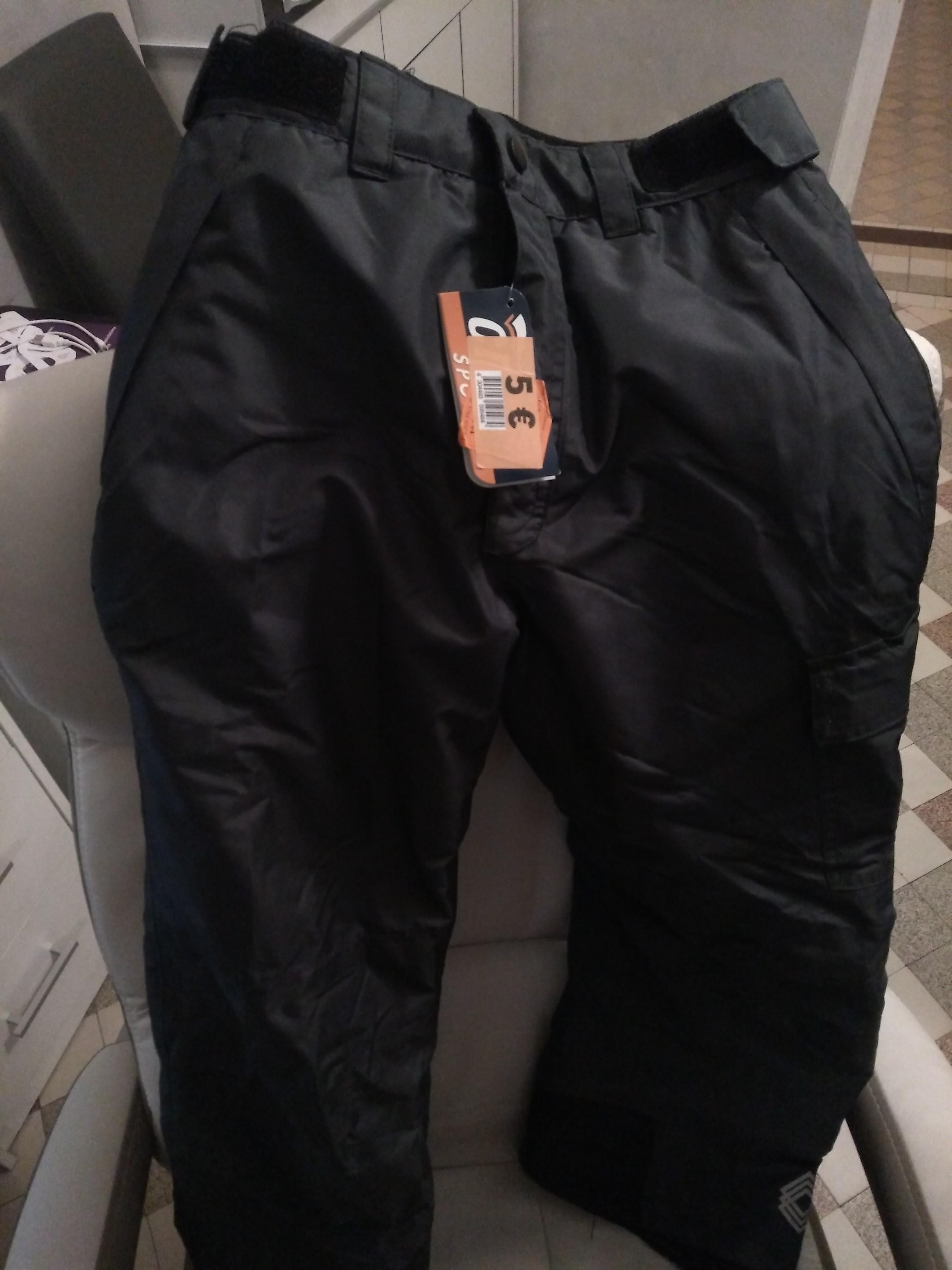 Promotion sur une sélection de pantalons et doudounes de ski enfant
