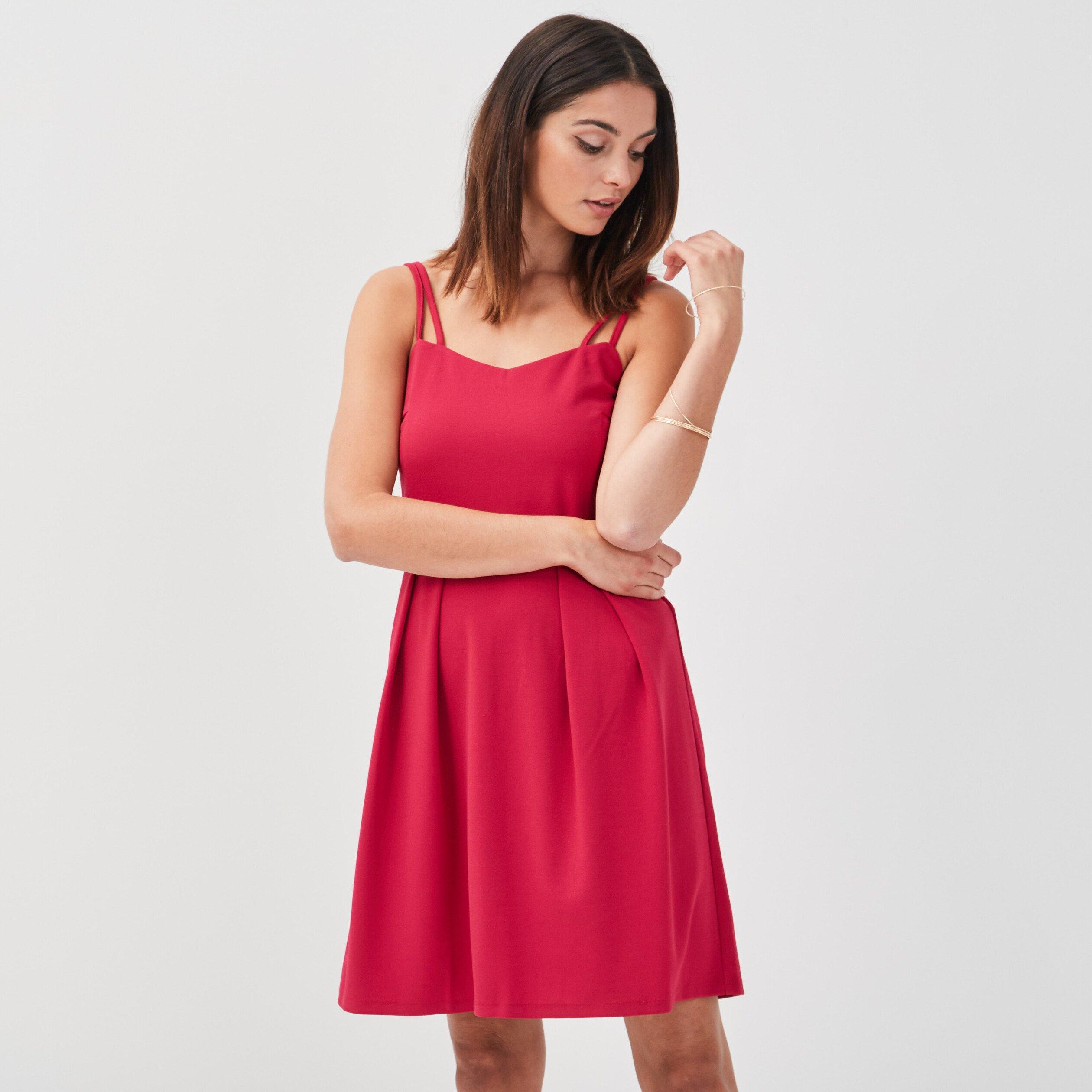 Sélection d'articles en promotion - Ex : Robe rose à bretelles fines (Tailles 36 à 40)