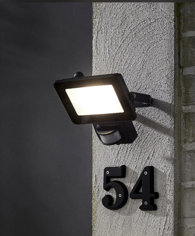Projecteur avec détecteur extérieur LED intégrée - 1800 Lm, 220-240V