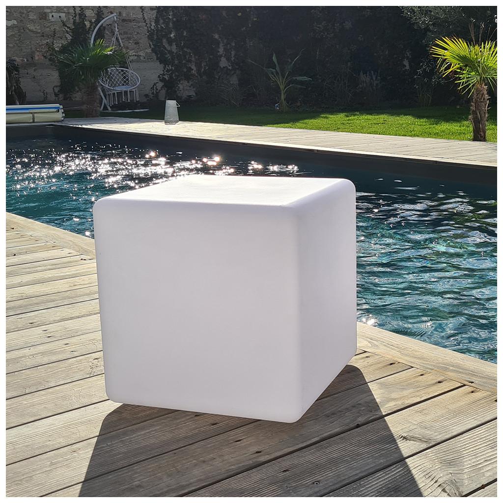 Cube lumineux extérieur Gaïa - rechargeable par induction (xanlite-store.com)