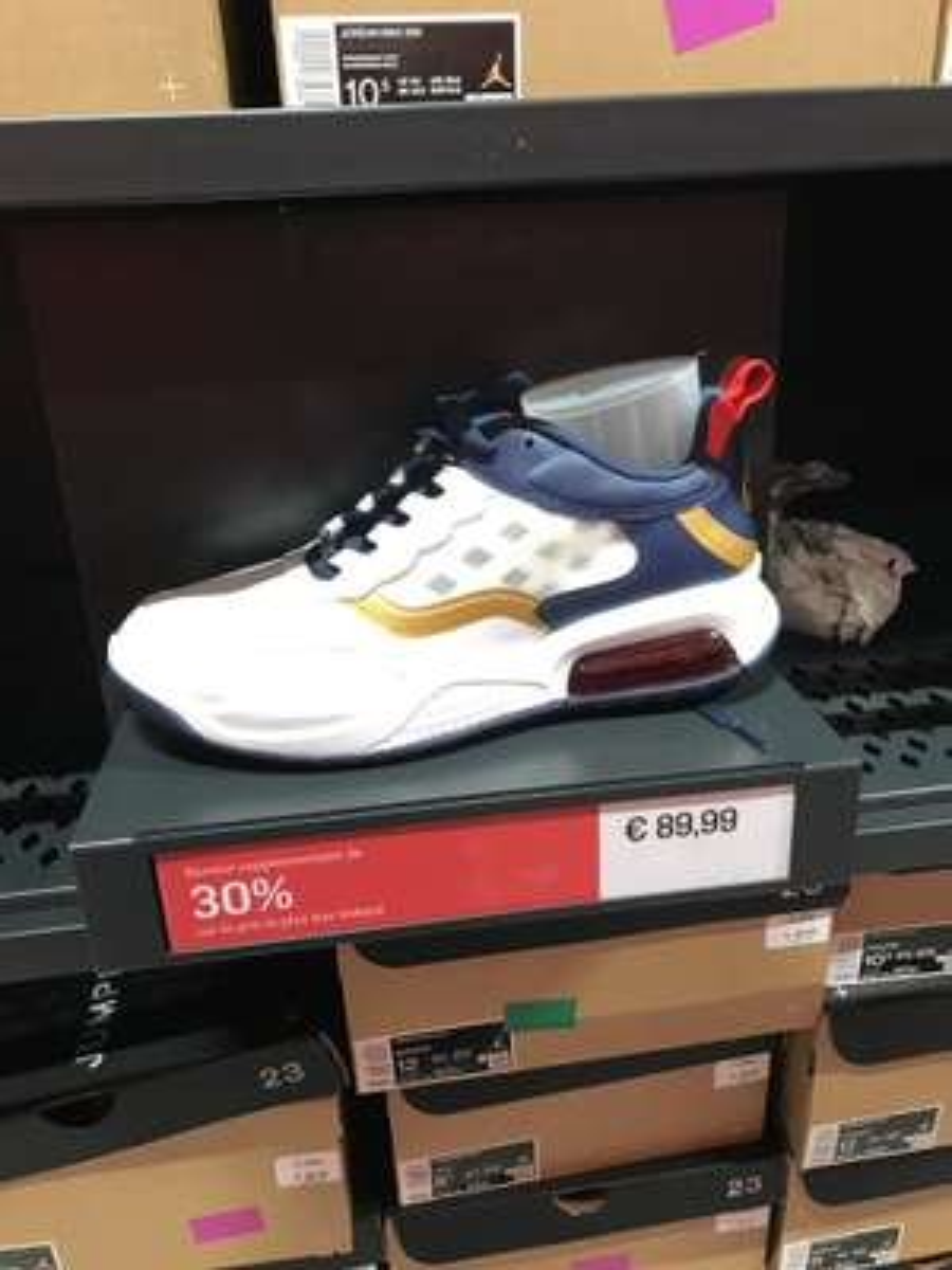 Chaussures Nike Air Jordan Max 200 (blanc/bleu, différentes tailles) - Nike Factory Store Corbeil-Essonnes (91)