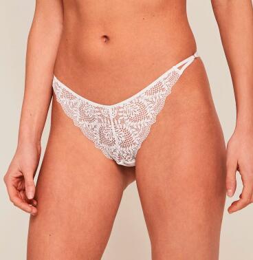 Sélection de culottes à 3,60€ - Ex: tanga en dentelle - blanc