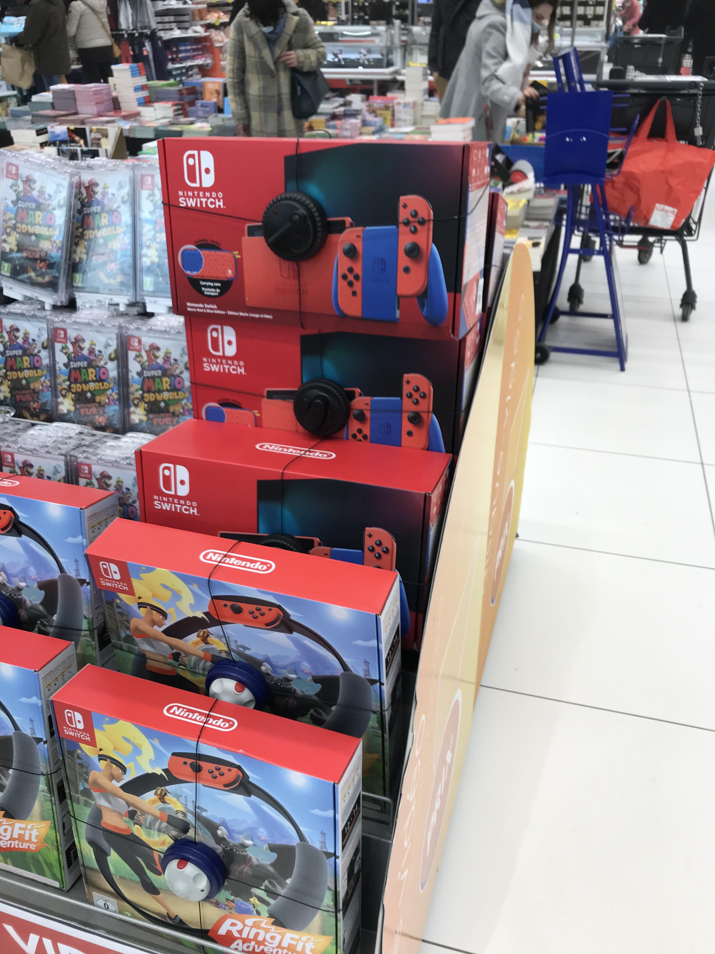 Console Nintendo Switch - Édition Limitée Mario (+ pochette de transport) - sélection de magasins (35, 44, 59, 72, 76)