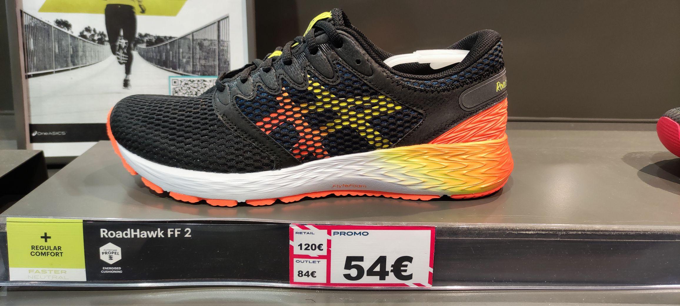 Sélection de chaussures de running Asics en promotion - Ex : RoadHawk FF2 (du 39 au 46) - The Village Outlet Villefontaine (38)