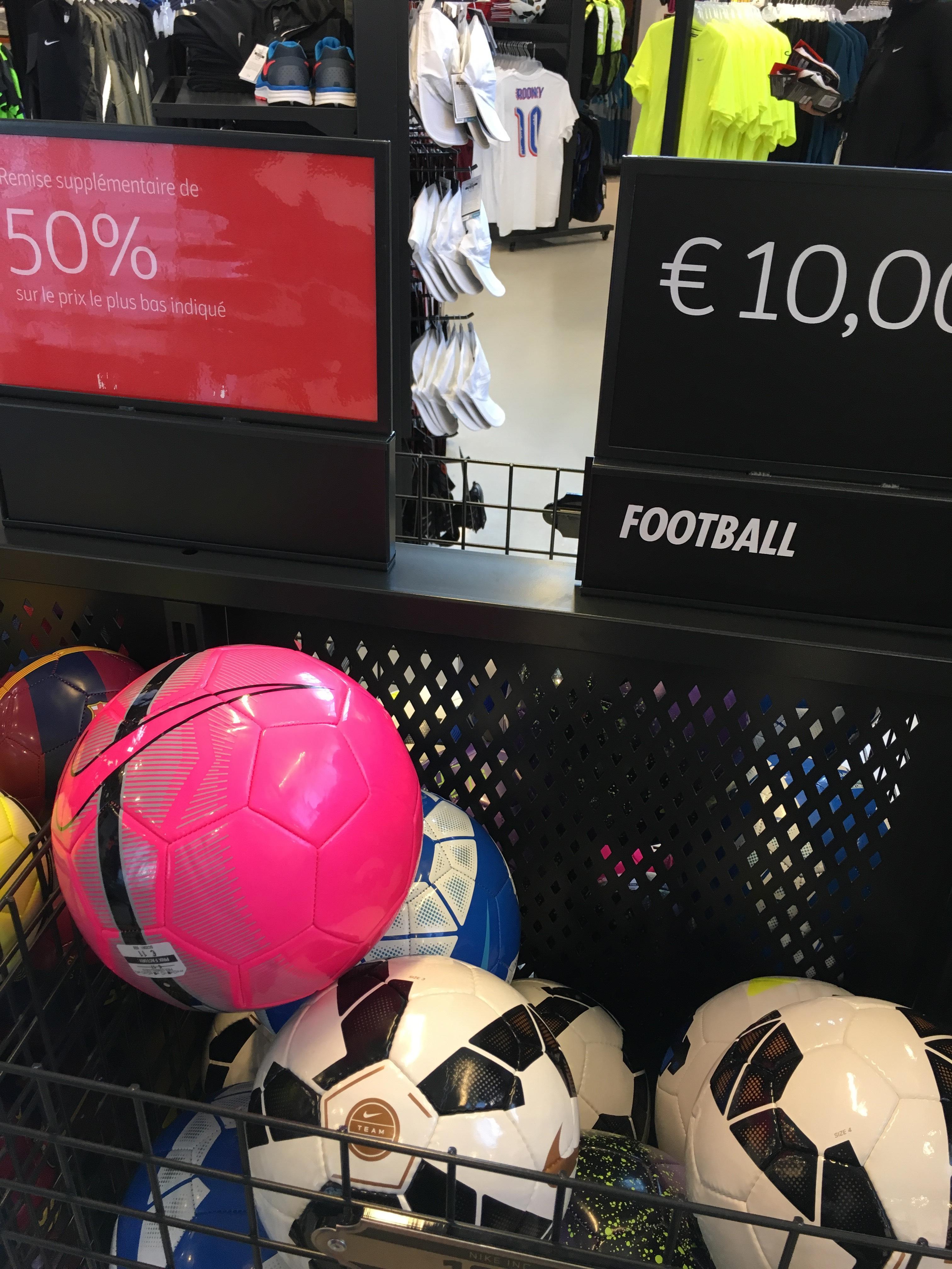 50% de réduction sur une sélection de Ballons de football nike - Ex : Ballon Nike