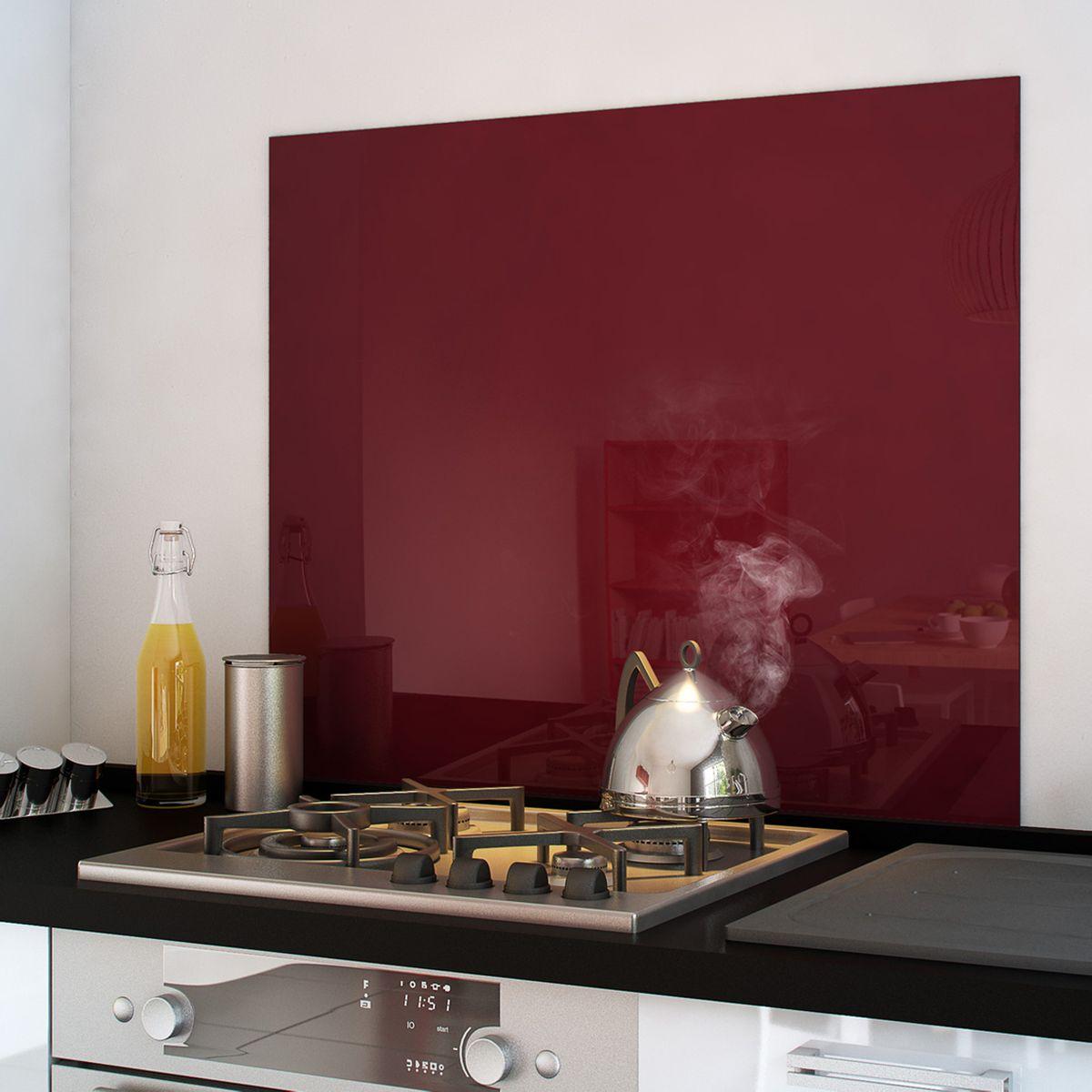 Crédence fond de hotte en verre trempé & laqué - Coloris pourpre, rouge ou orange, 90 x 75 cm (cuisissimo.com)