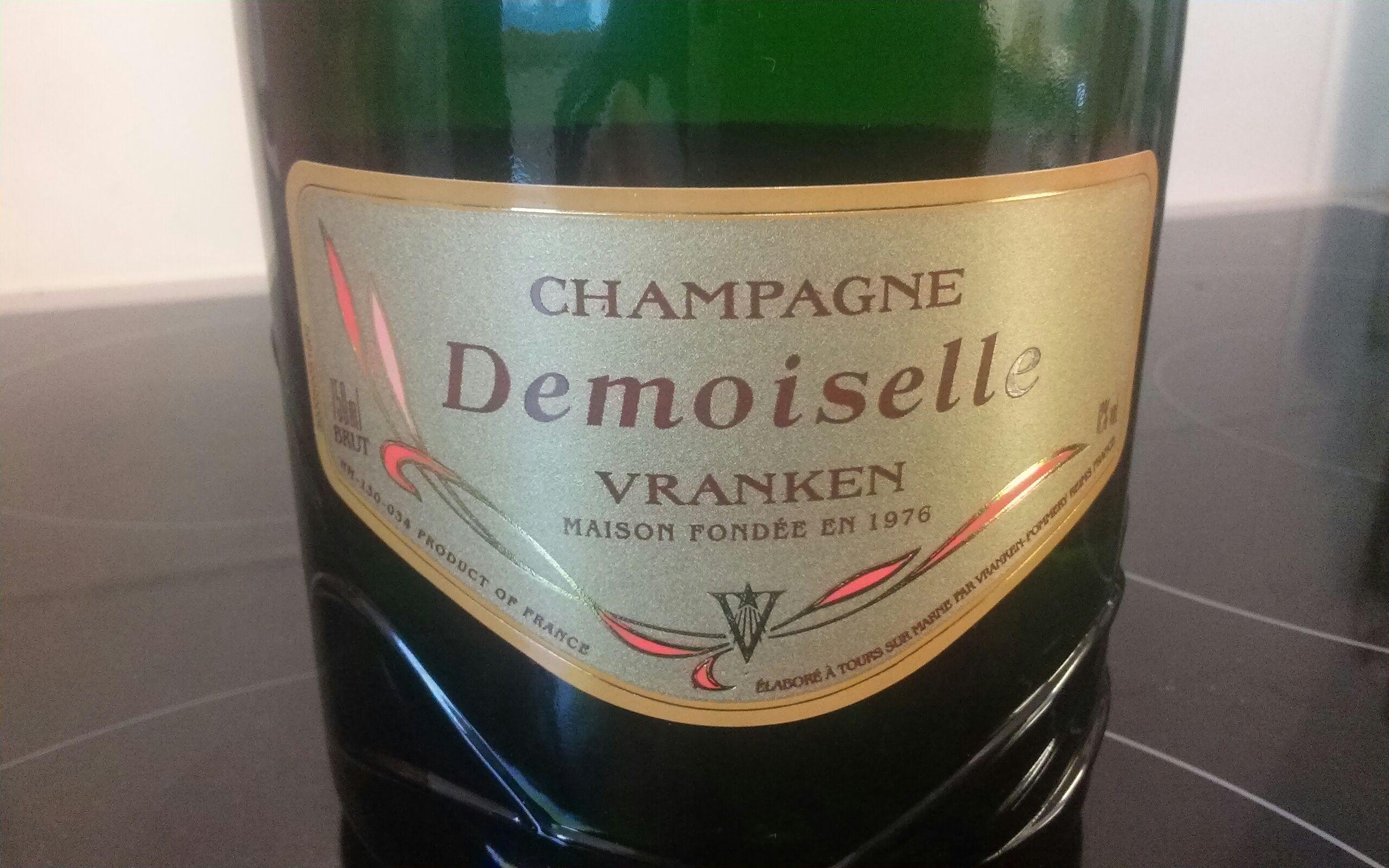 """Une bouteille de Champagne """"Demoiselle"""" achetée = une offerte, soit le lot"""