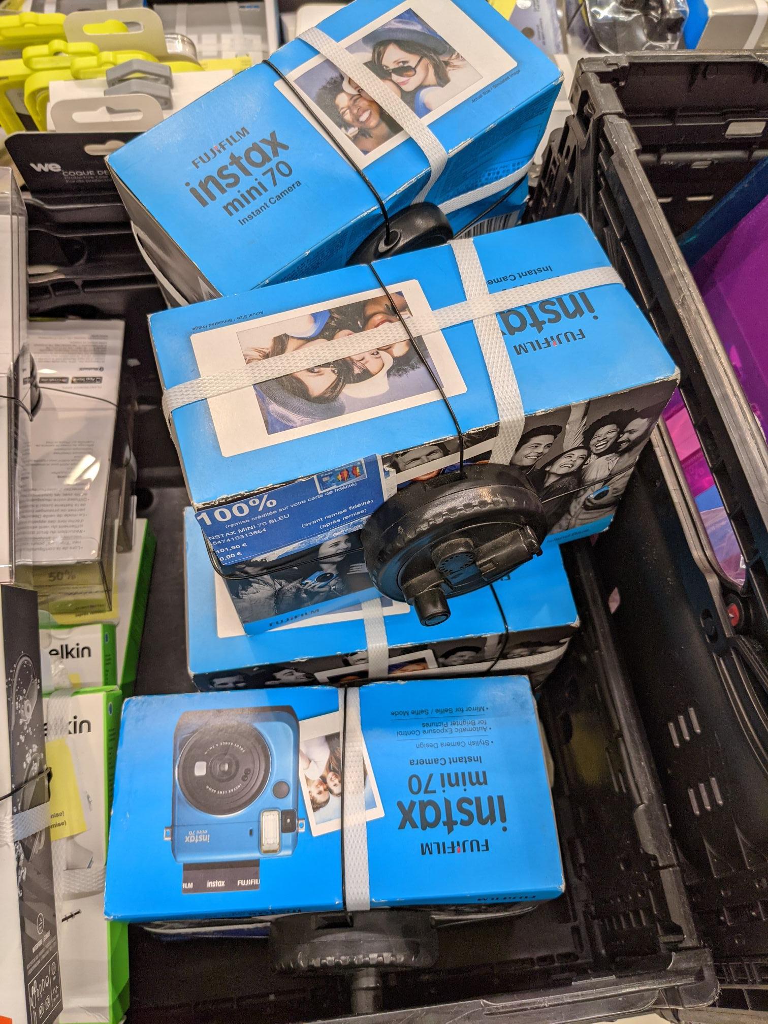 Appareil photo Fujifilm Instax mini 70 (via 101,9€ sur la carte fidélité) - Auchy-les-mines (62)