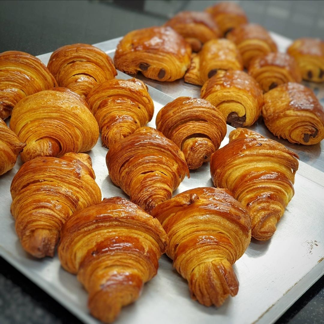 Croissant artisanal offert à toute personne en pyjama ou déguisé - Boulangerie Baba é'clair Olonne-sur-Mer (85)