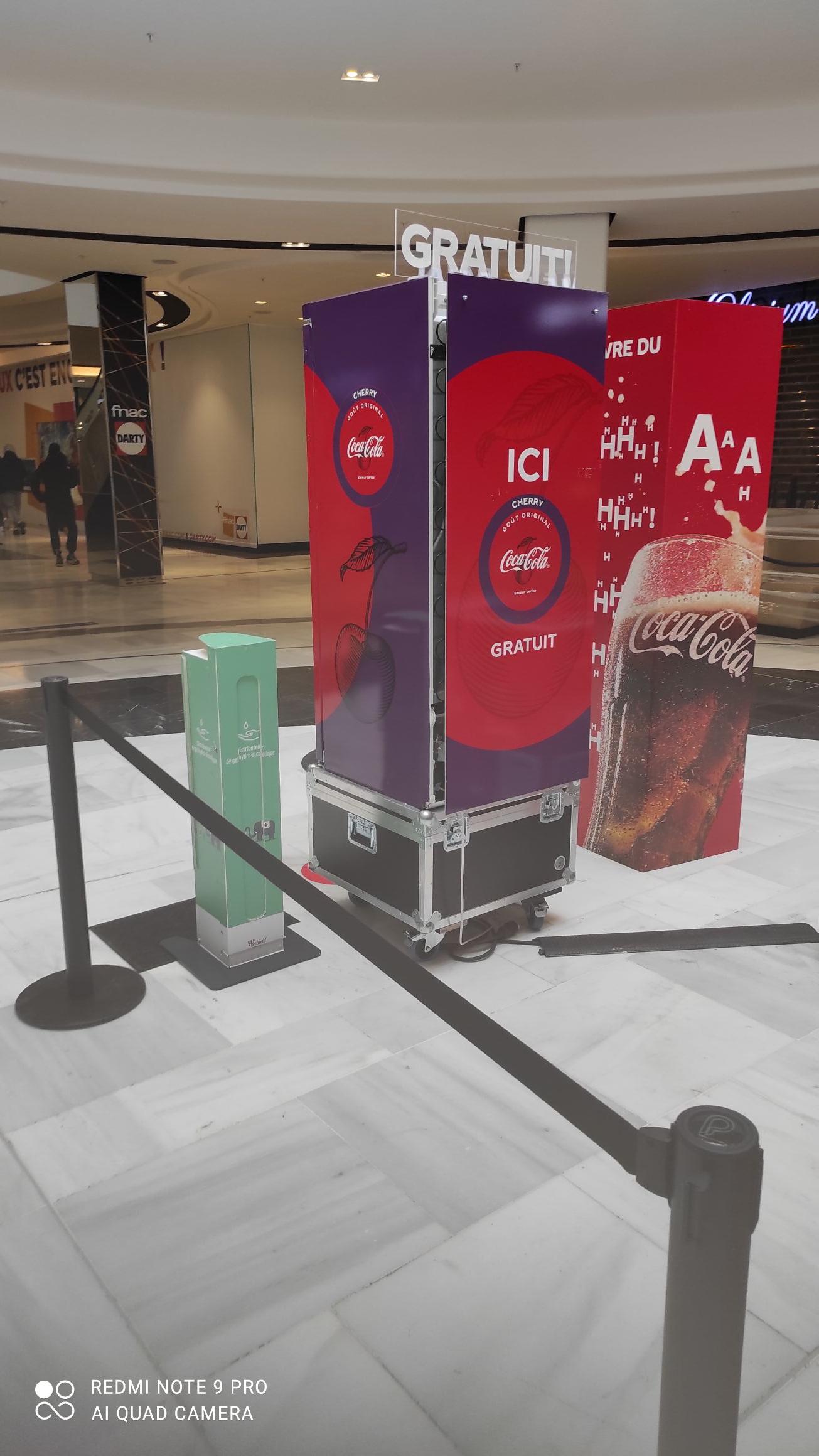 1 Canette de Coca-Cola Cherry offerte - Rosny 2 centre commercial (93)