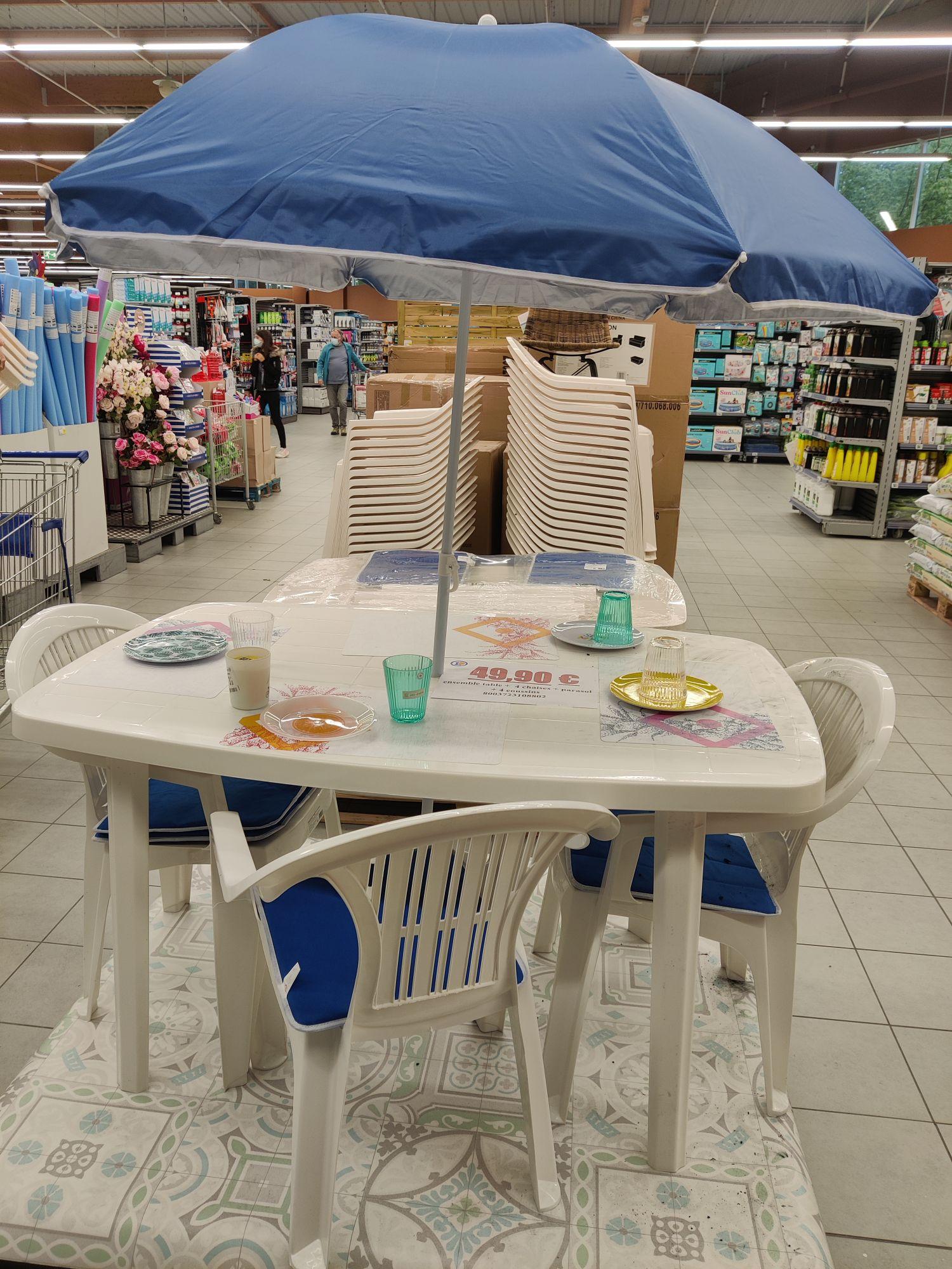 Ensemble table et chaises extérieure - Chaponnay (69)