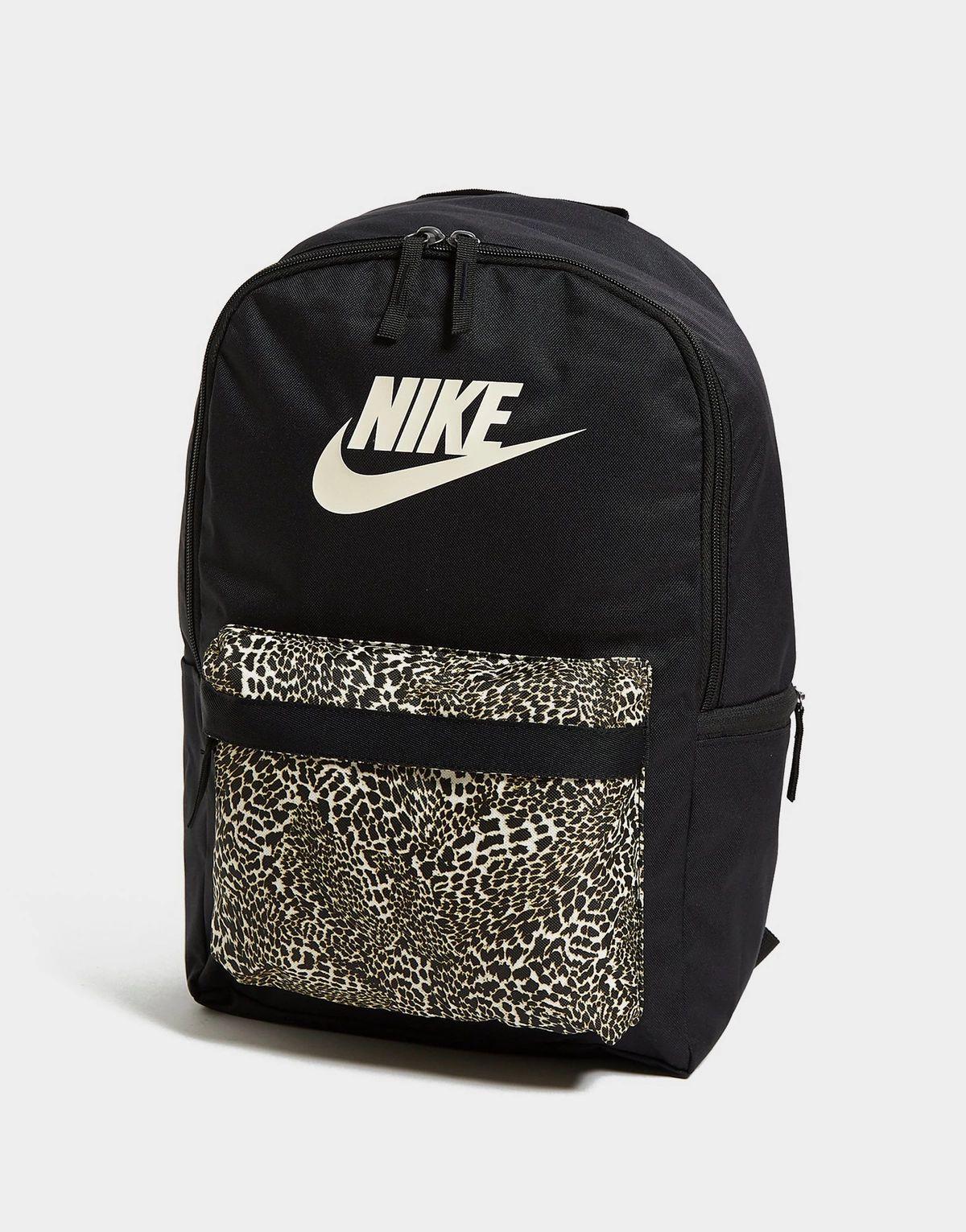 Sélection de sacs à dos en promotion. Ex: Nike Heritage