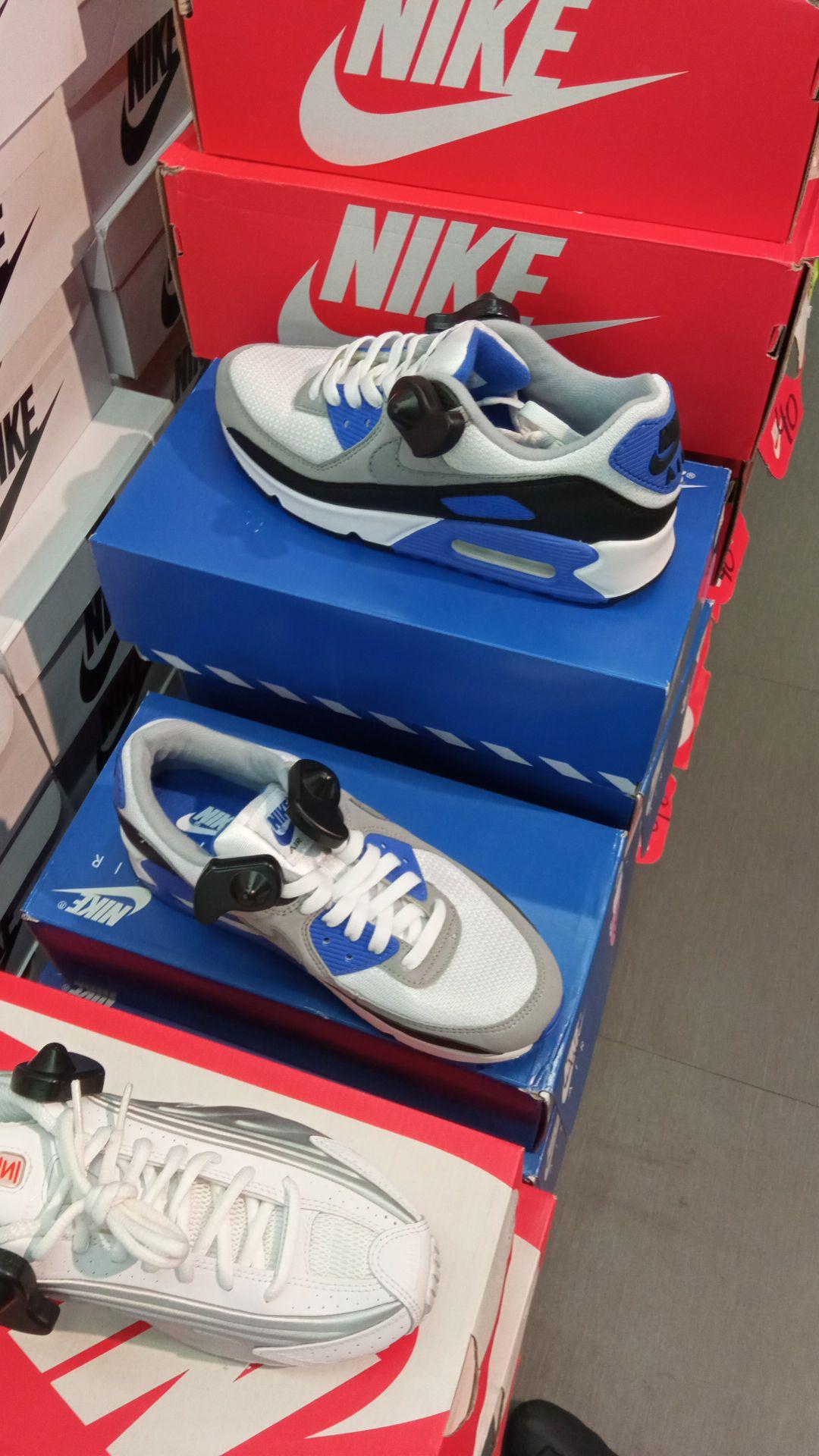 Paire de baskets Nike Air Max 90 pour Hommes (Diverses tailles) - Sainte Geneviève des Bois (91)
