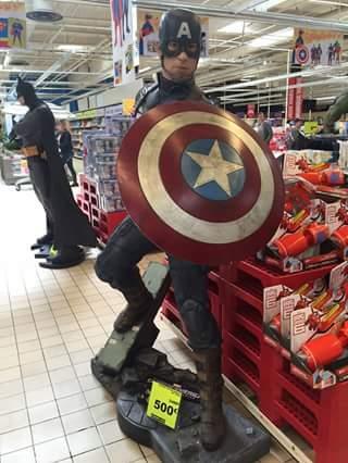 Sélection de figurines géantes en promotion - Ex: Figurine Géante Captain America