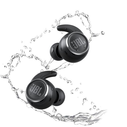 Écouteurs de sport étanches sans fil à réduction de bruit JBL Reflect Mini NC + enceinte connectée JBL Clip 3
