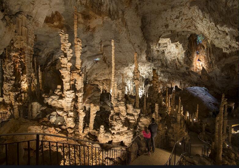 Entrée gratuite au Grand Site de l'Aven d'Orgnac (La grotte + Cité de la Préhistoire) pour les visiteurs à vélo - Orgnac-l'Aven (07)