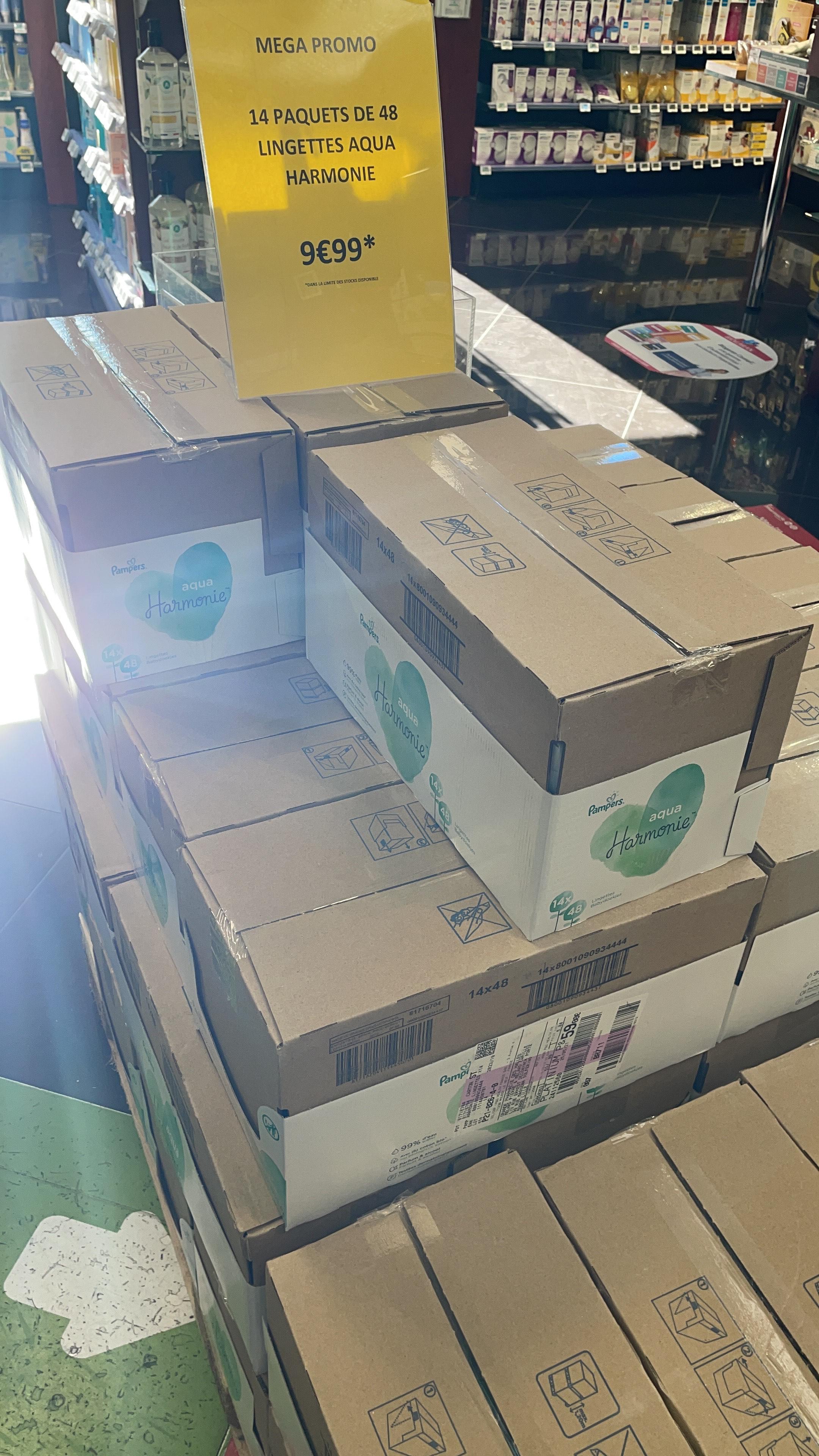 Lot de 14 paquets de lingettes Pampers Harmonie Aqua (14 x 48 lingettes) - Pharmacie 24/24 Lille (59)
