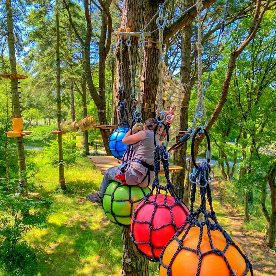 """Entrée gratuite au parc d'attractions """"La vallée des Korrigans"""" pour les papas accompagnés de leurs enfants - Savenay (44)"""