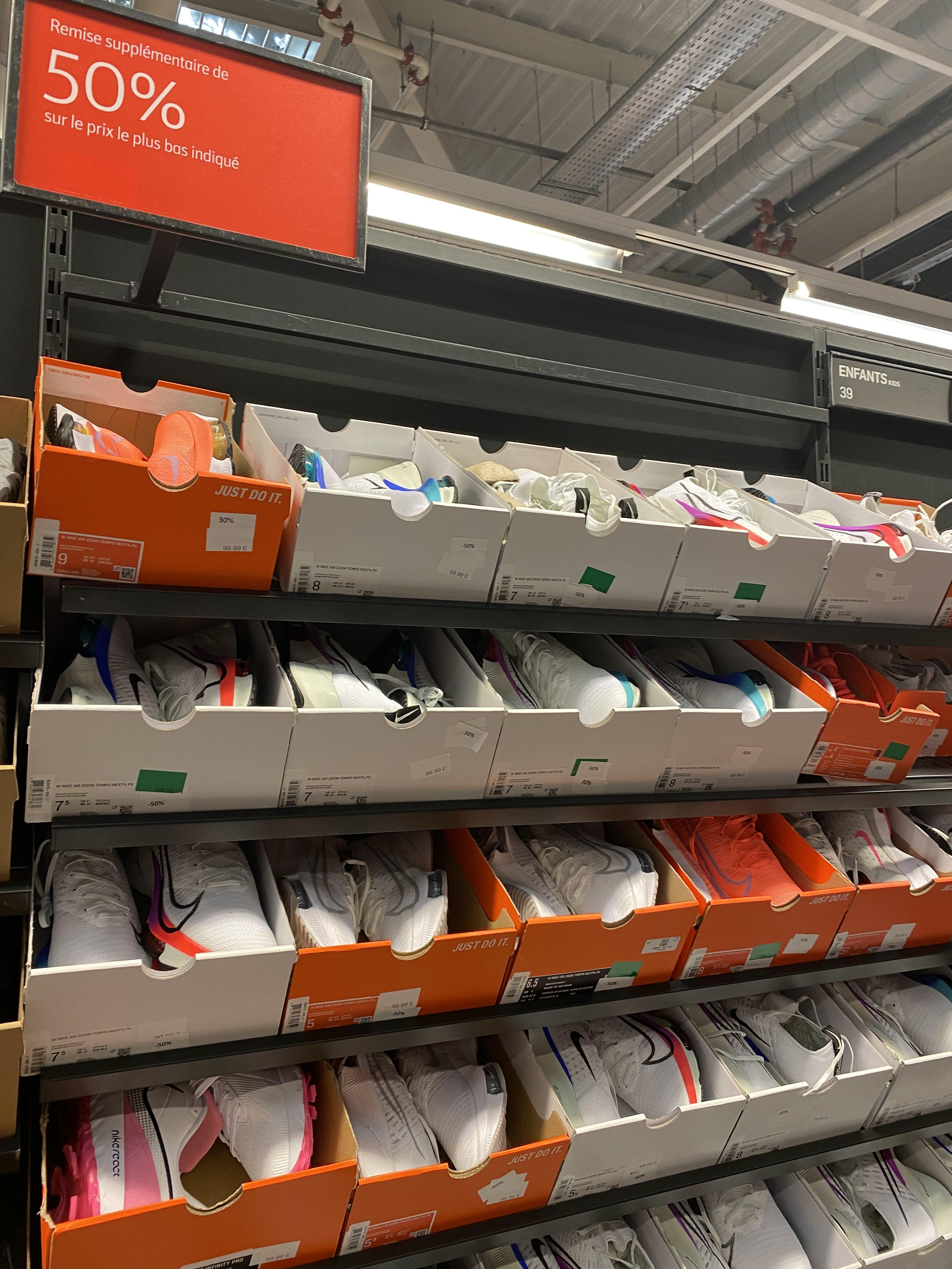 Paire de chaussures de running Nike Air Zoom Tempo NEXT% (Divers coloris & tailles) - Calais (62)