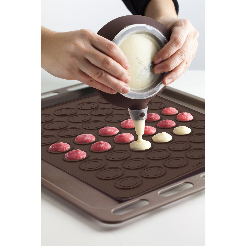 Kit à Macarons : Livre de recette + poche à douille decomax + moule en silicone