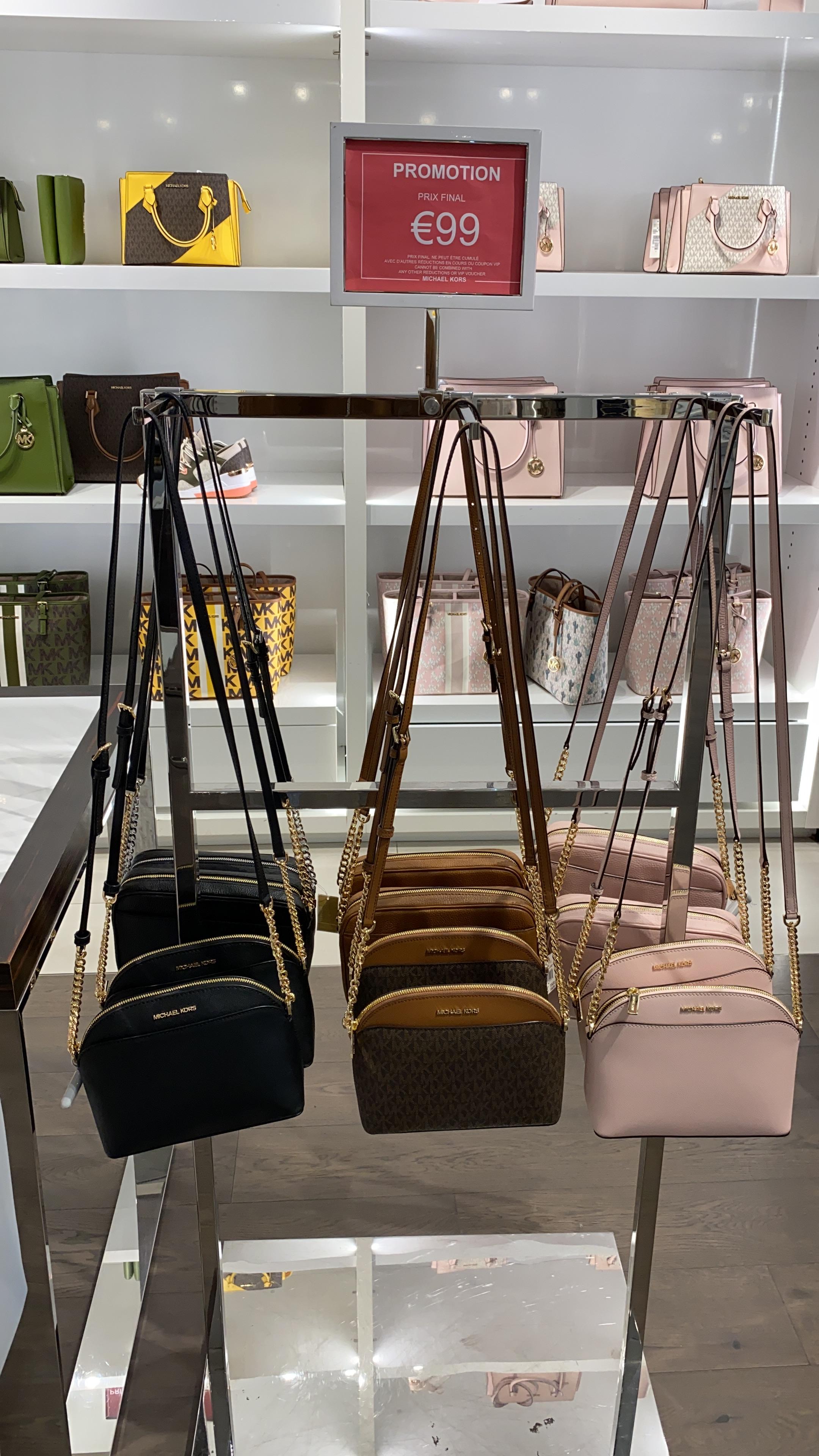 Sélection de sacs Michael Kors Jet Set Travel à 99€ (plusieurs modèles) - Village des marques Miramas (13)