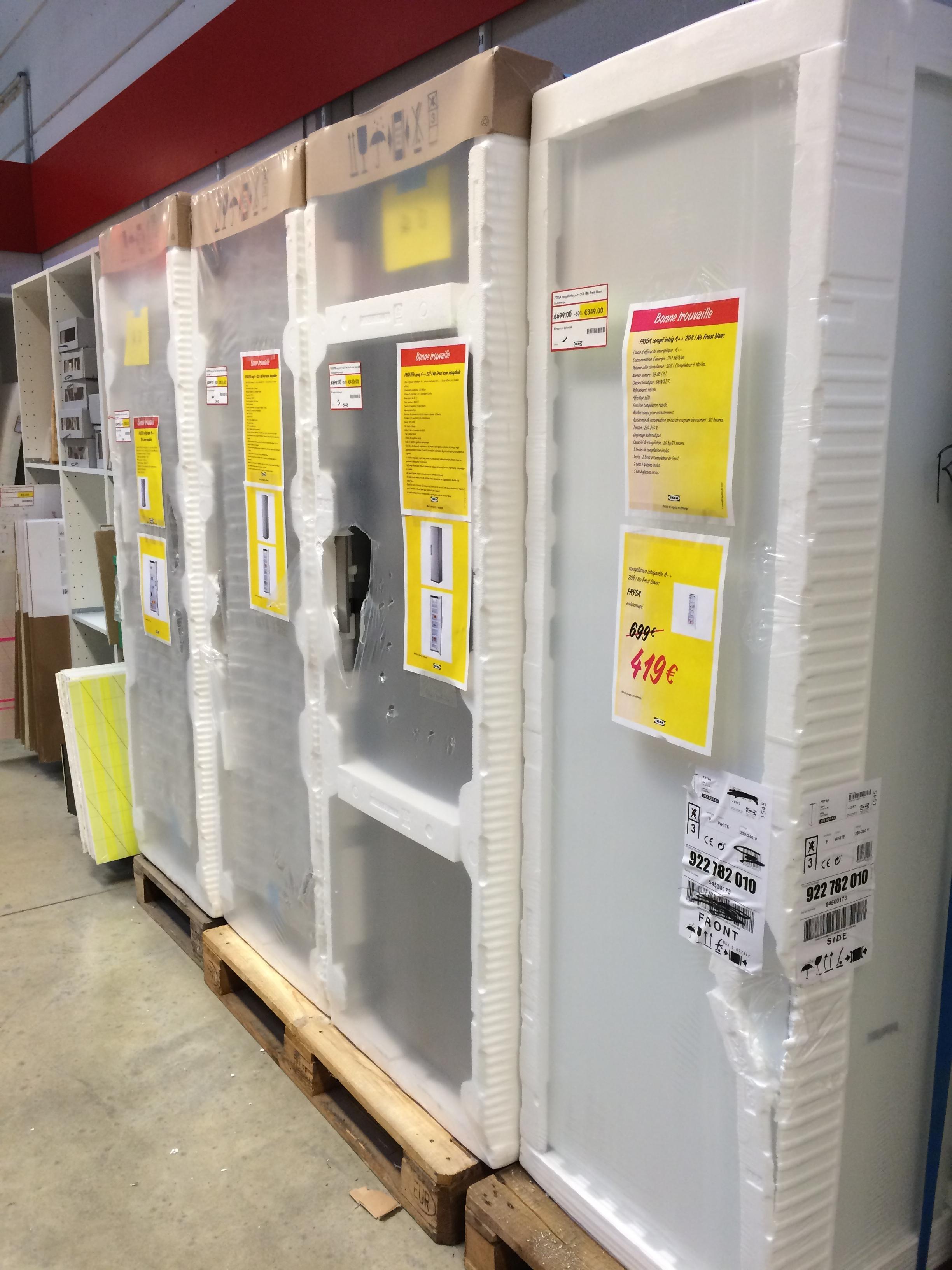 Sélection de réfrigérateurs d'exposition en promo - Ex : Congélateur intégrable Frysa 208 Litres
