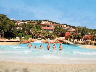 Jusqu'à -50% sur une sélection de séjours - Ex : Appartement pour 7 personnes au Village Les Restanques du Golfe de Saint-Tropez pendant 7 nuits (départ 21 Mai)