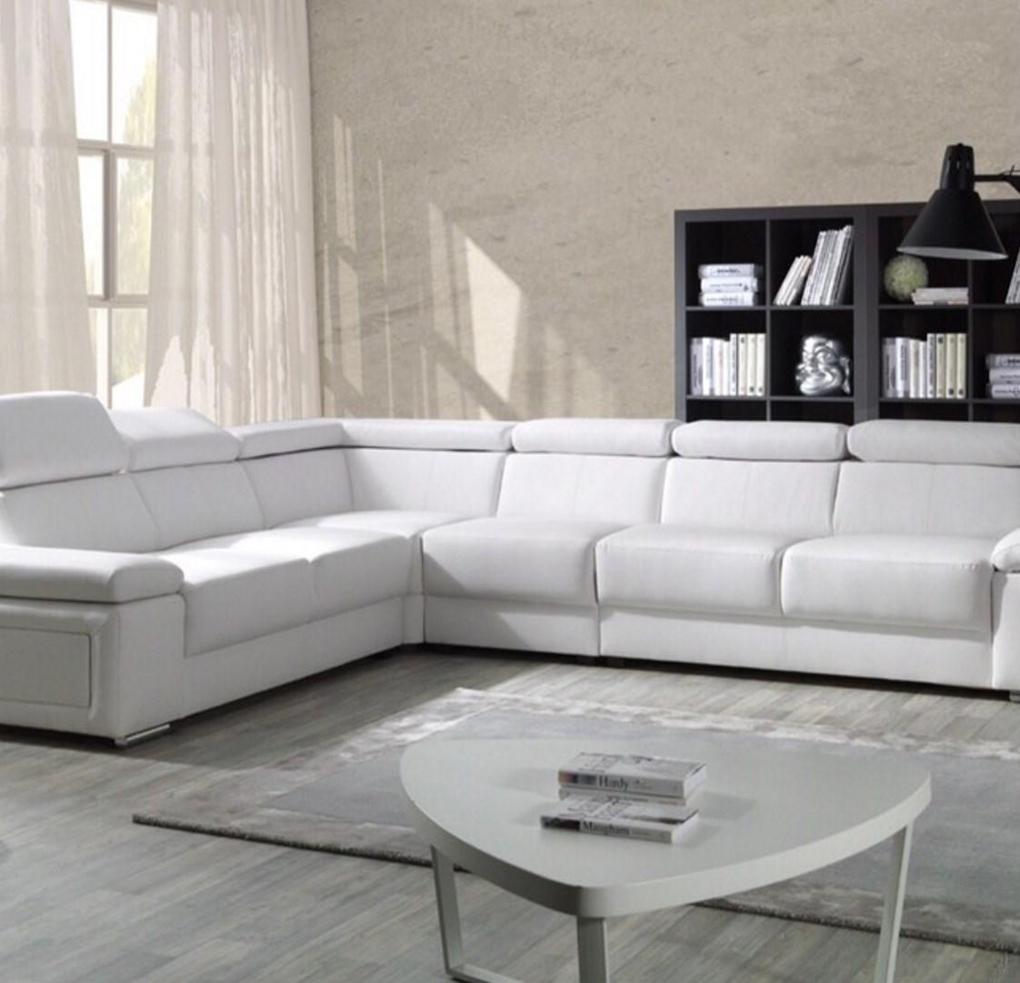 Jusqu'à 60% de réduction en destockage - Ex : Canapé d'angle design Lorca en PU - Blanc