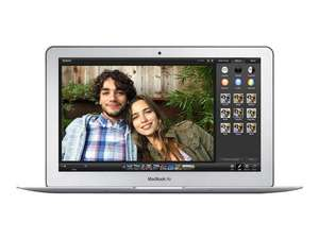 PC portable Apple MacBook Air - reconditionné, QWERTY (i5, 4 Go de RAM, 128 Go en SSD)