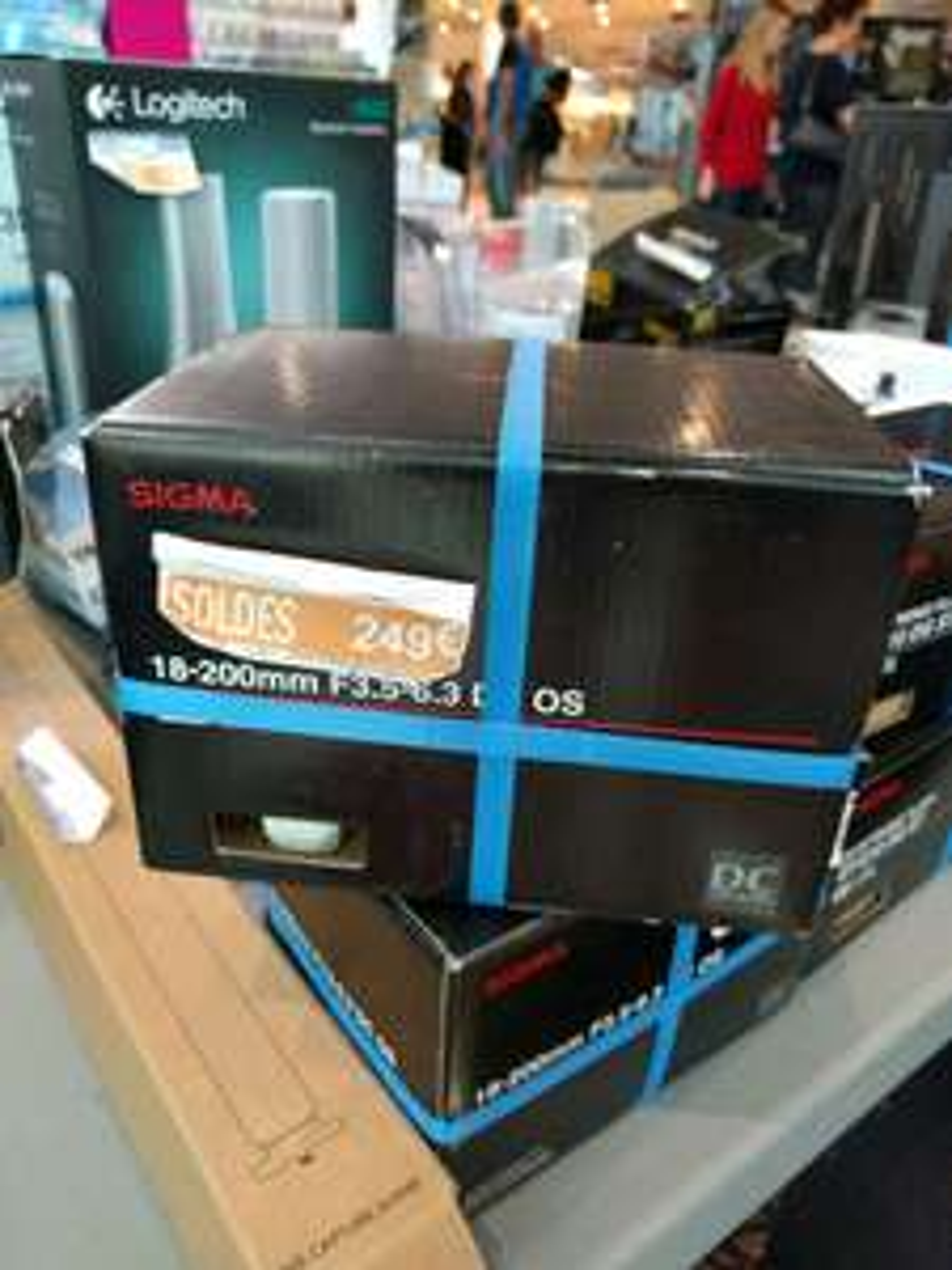 Objectif pour Reflex Sigma 18-200 F3.5-6.3 DC OS