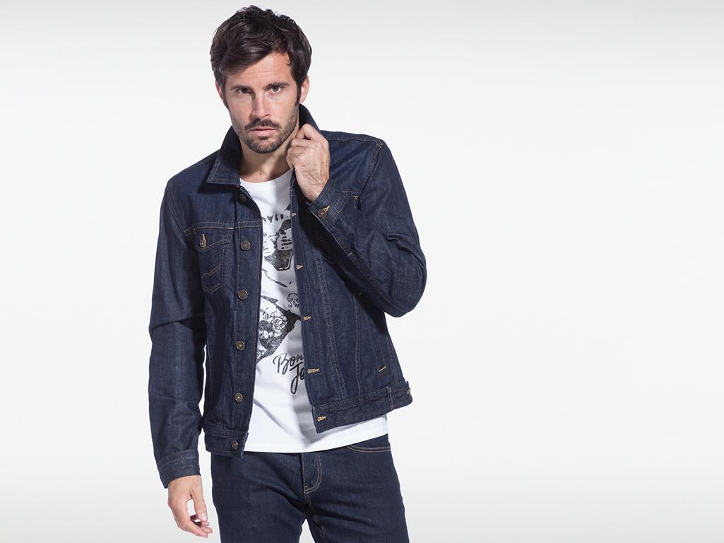 Jusqu'à 60% de réduction sur les anciennes collections - Ex :  veste en jeans homme