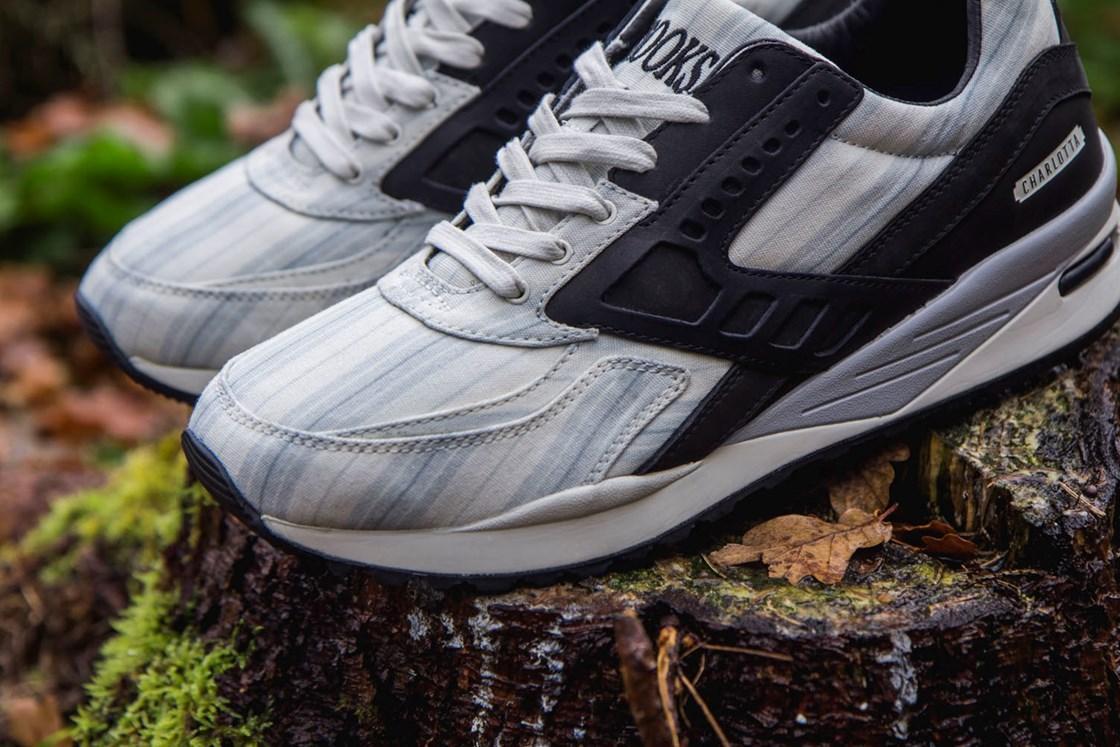 Chaussures Sneakers Brooks Regent X Sneakersnstuff - Blanche/Noir