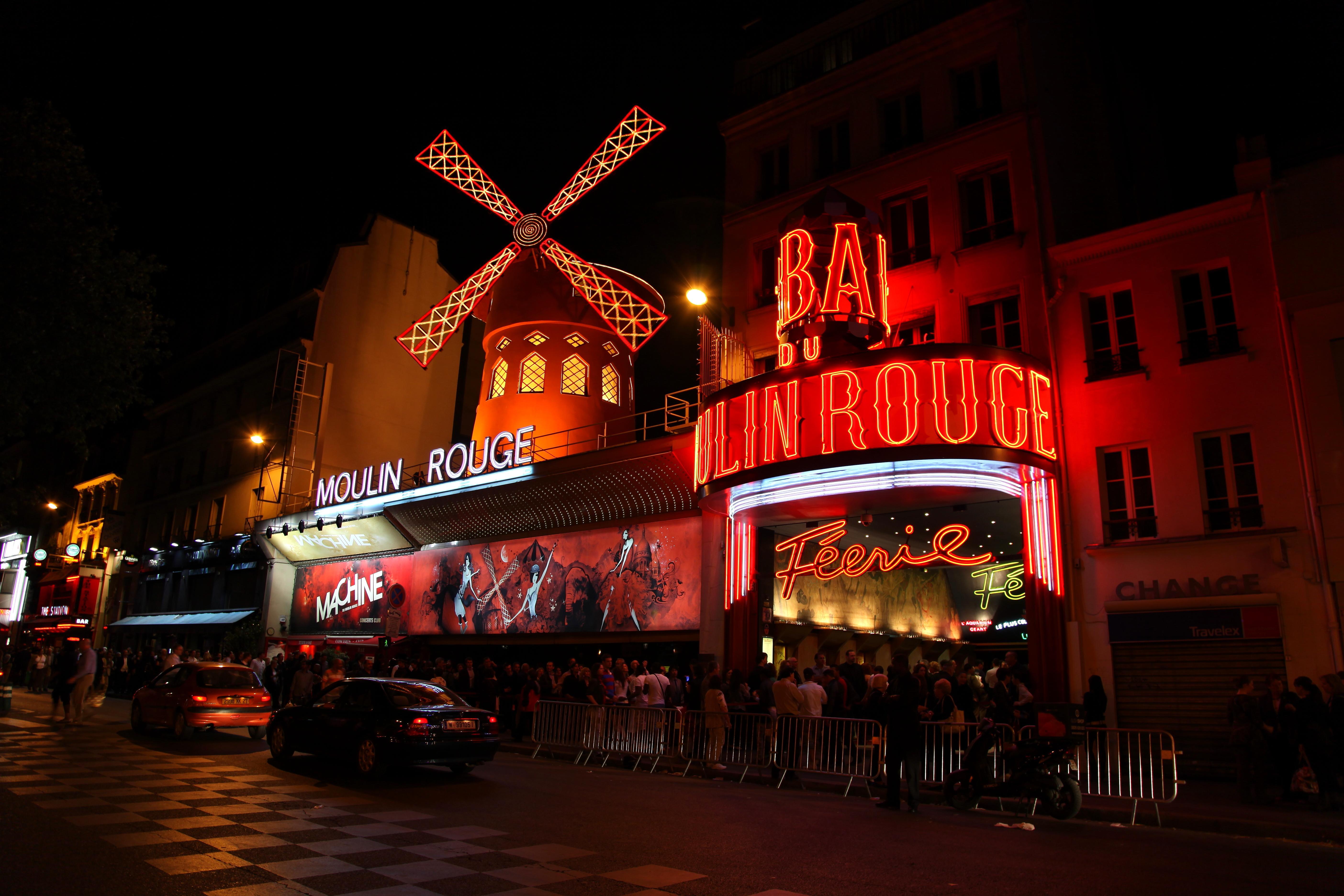 Une demie bouteille de champagne offerte par personne au Moulin rouge du 4 au 6 octobre 2016