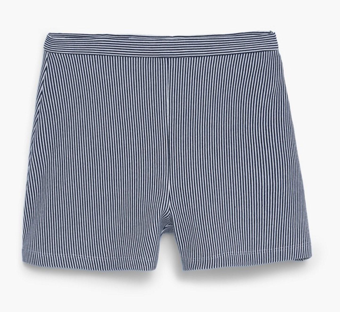 Jusqu'à -70% de réduction sur une selection d'articles - Ex : Short Femme à rayures - Bleu marine