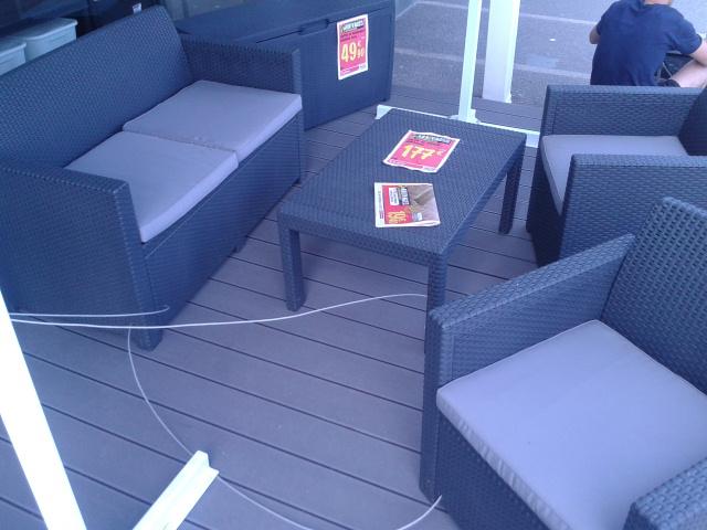 Salon de jardin en résine tressée (Fauteuil 2 places + 2 fauteuils + Table)