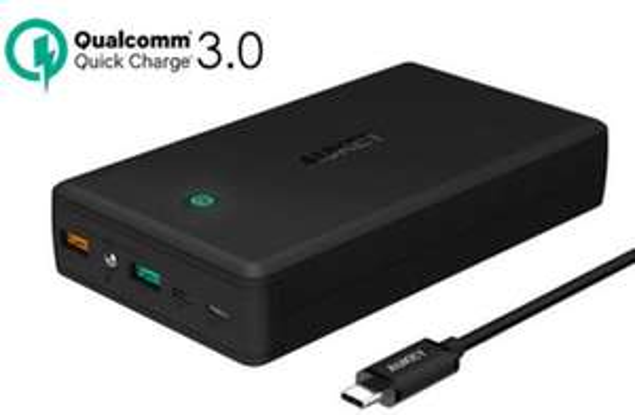 Batterie externe Aukey - 30000 mAh, QuickCharge 3.0