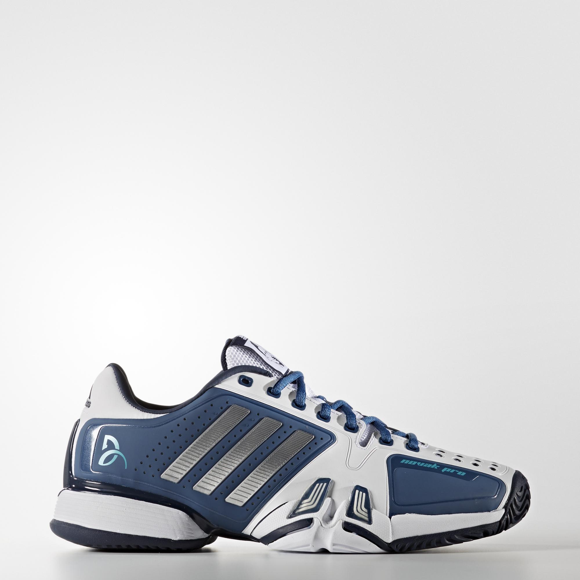 Chaussures de Tennis Adidas Novak Pro Blanc / Bleu / Gris pour Hommes - Tailles : 43 1/3, 46 2/3, 48 et 48 2/3