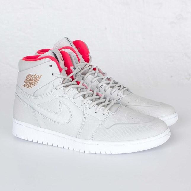 Baskets Nike Air Jordan 1 Retro High pour Hommes - Blanc