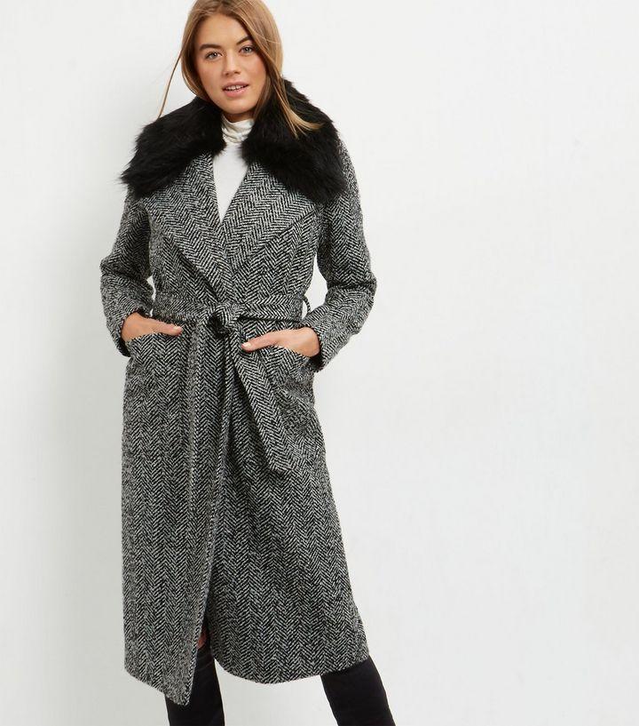30% de réduction sur une sélection d'articles - Manteau long noir à col bordé de fausse fourrure et ceinture (du 34 au 46)