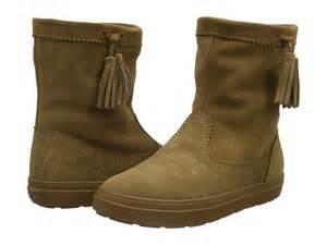Sélection de chaussures en promotion - Ex : Bottes femme LodgePoint Suede