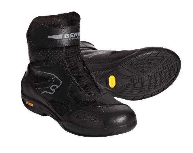 Sélection de bottes et chaussures moto en promotion  - Ex : Bering mercure noir