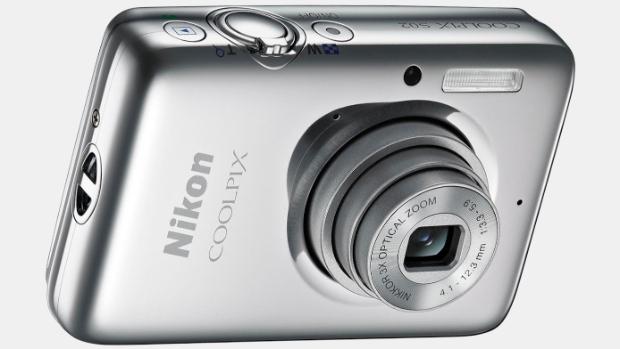Appareil photo Nikon Coolpix S02 + Étui - Chrome ou Blanc