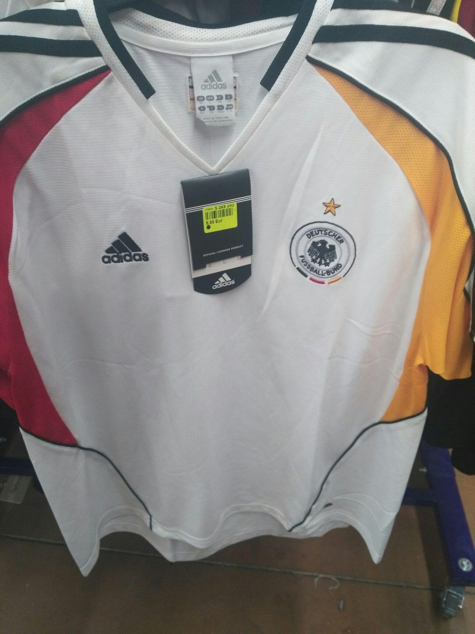 Sélection de maillots de football en promotion - Ex : Adidas Équipe d'Allemagne