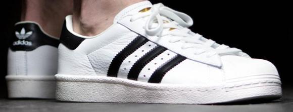 Sélection de Baskets Adidas en Promotion - Ex : Superstar Boost Blanc pour Hommes (Tailles au choix)
