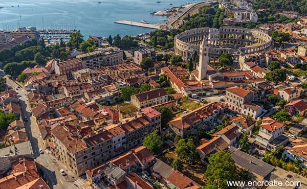 7 nuits dans un appart hôtel en demi-pension en Croatie au  départ Lyon le 24/08 vols et transferts inclus