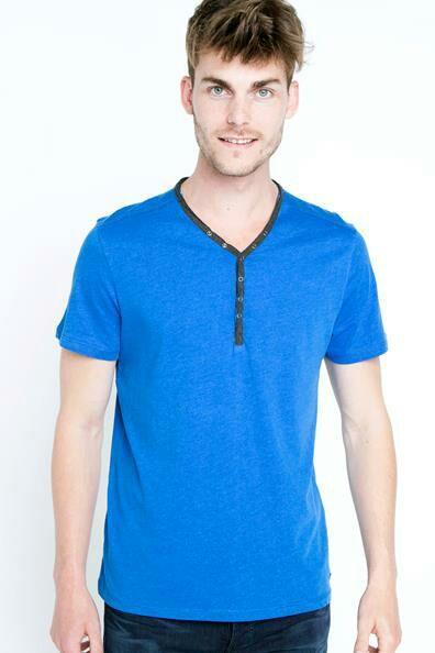 Sélection de produits en Promotion - Ex: T-shirt Bleu pour Hommes (Tailles : M ou L)