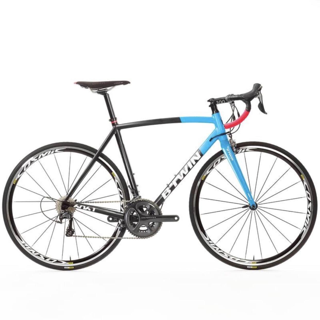 Sélections de vélos en promotion - Ex : vélo de route B'Twin Ultra 920 AF - en aluminium, bleu / noir (du M au XL)