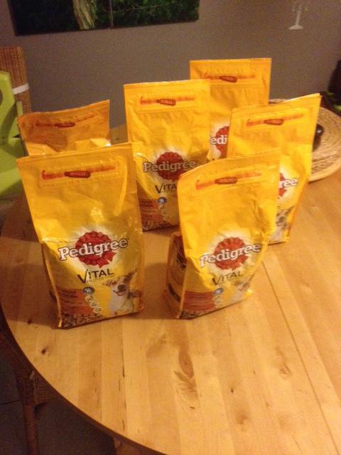 3 paquets de croquettes Pedigree Vital spécial petit chien (3x 2Kg)